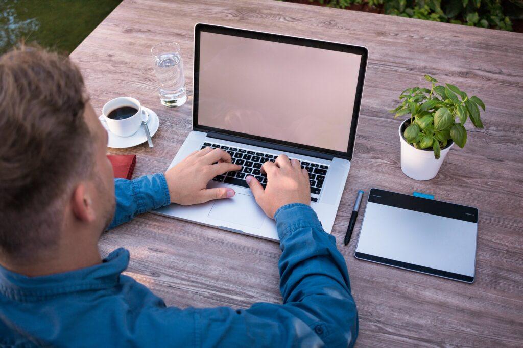 Profesjonalna opieka techniczna nadTwoją stroną internetową: Image byLukas Bieri from Pixabay